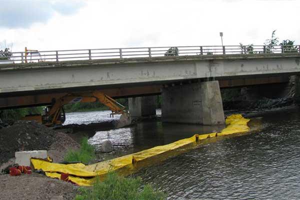cofferdam i elven arbeider culvert