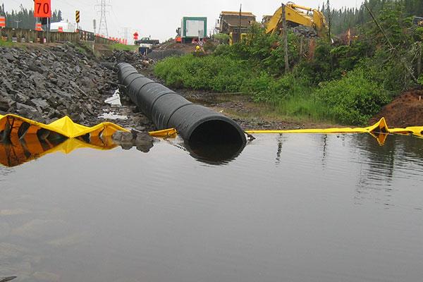 cofferdams og kanalisering av elven