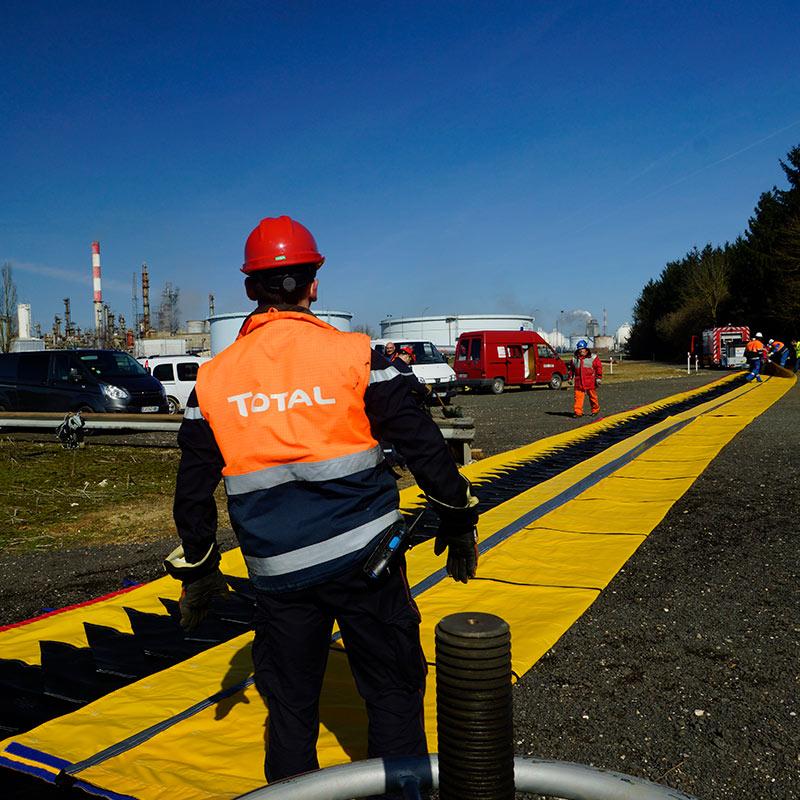 Protection inondation Water-Gate© à la Raffinerie de pétrole TOTAL de Grandpuits